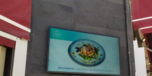 pantalla publicitaria restaurante tahona